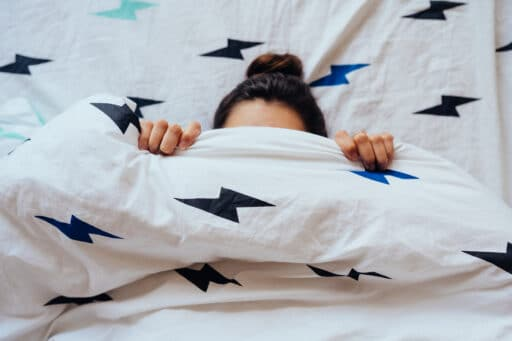 Dentro de sábanas de invierno para no pasar frío